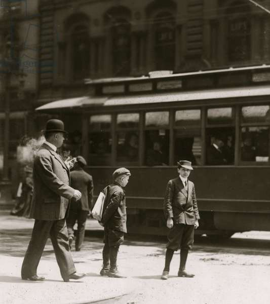 Newsboys in St. Louis 1910 (photo)