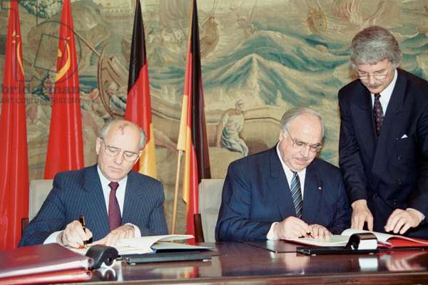President of the Soviet Union Mikhail Gorbachev and Chancellor of Germany Helmut Kohl sign an agreement, Schaumburg Castle, Bonn, 9 November 1990