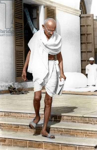 Mohandas Karamchand Gandhi dit Mahatma Gandhi (1869-1948), leader politique et spirituel a Birla Bhavan (Gandhi Smriti), Dehli, 1938 - indien Mahatma Gandhi on the compound of Birla House, Delhi, 1938. ©Dinodia/Uig/Leemage