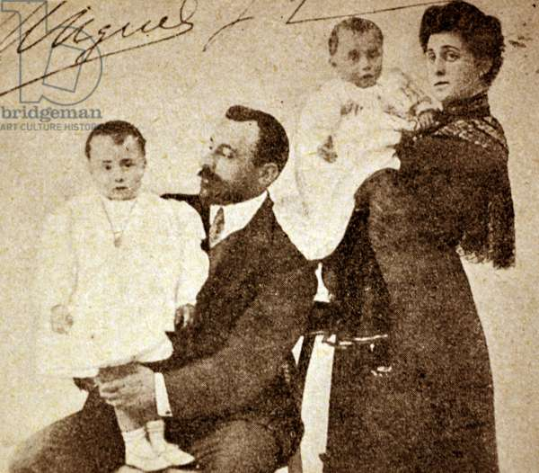 Spanish civil war: Miguel Primo de Rivera are holding his son Antonio watched by his wife 1904