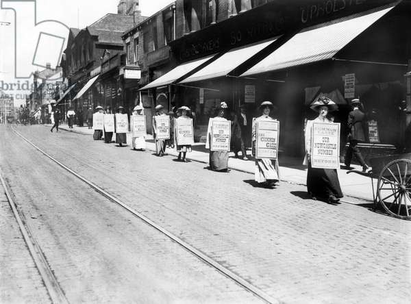 United Kingdom : Suffragettes March Along Northumberland Street, Newcastle - c1906