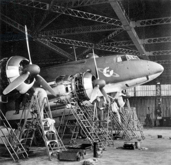 Germany : German ground crew work on Focke-Wulf Condor