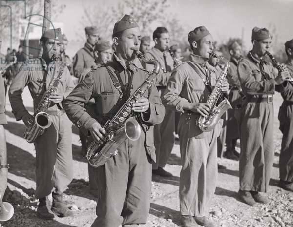 Marching to the trenches, Spanish Civil War, January 1939