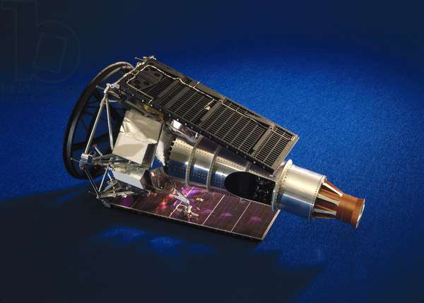 Spacecraft, USA, Lunar Ranger spacecraft with solar panels folded, 1964-1965