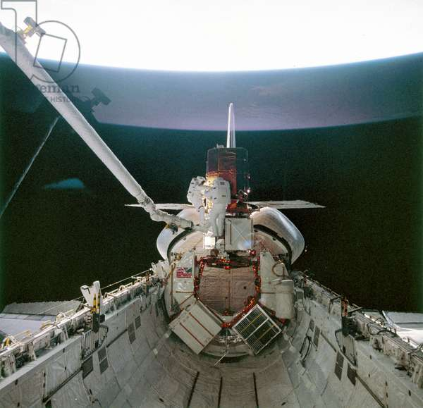 Manned Space Flight, USA, Shuttle Shuttle astronauts with Solar Maximum Satellite, 1984