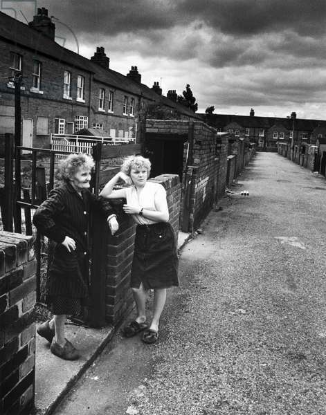 Women during the miners strike, Fitzwilliam, Yorkshire, June 1984