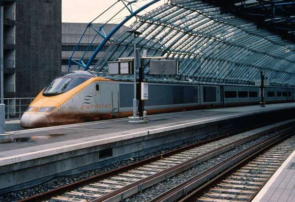 Eurostar at South end of platform 24, International Terminal, Waterloo Station, London, UK (photo)
