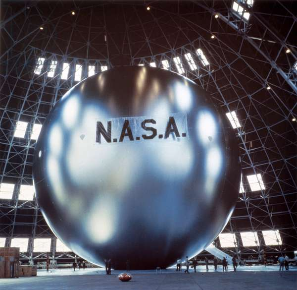 Satellites, Communication, USA Echo satellite during inflation tests, 1960