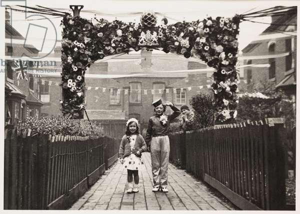 Children in fancy dress, 1937