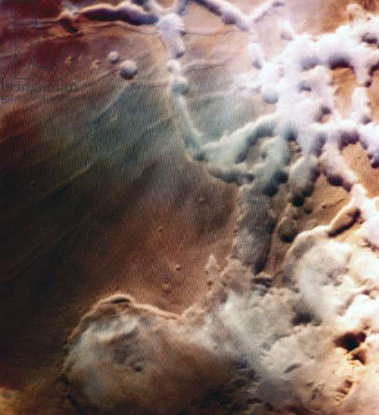 Water ice clouds over Mars, 1976