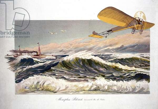 """Louis Bleriot (1872-1936), aviateur francais, traversant la Manche le 25 juillet 1909, a bord de son monoplan """"Bleriot XI"""""""