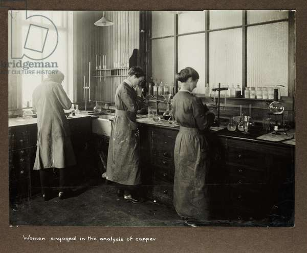 Women engaged in the analysis of copper', 1915-1918