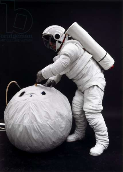 Manned Space Flight, USA, Shuttle Training Testing a Space Shuttle spacesuit and rescue system, 1976