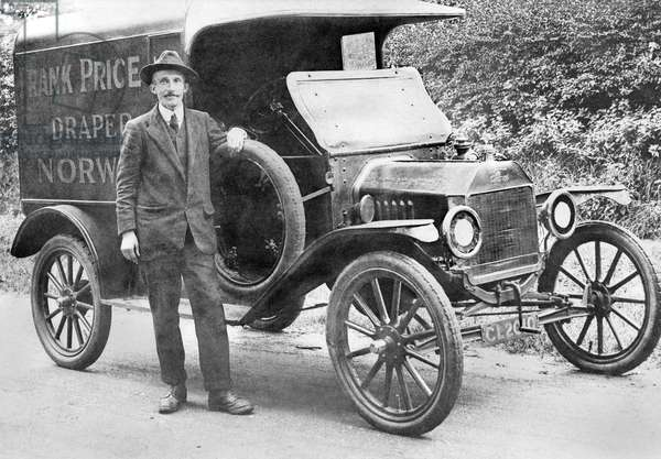 United Kingdon : Frank Price's Model T Ford Van. Norwich, 1915