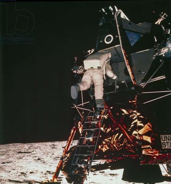 Manned Space Flight, USA, Apollo 11 Apollo 11 astronaut Edwin ÔBuzzÕ Aldrin descending to the lunar surface, 1969