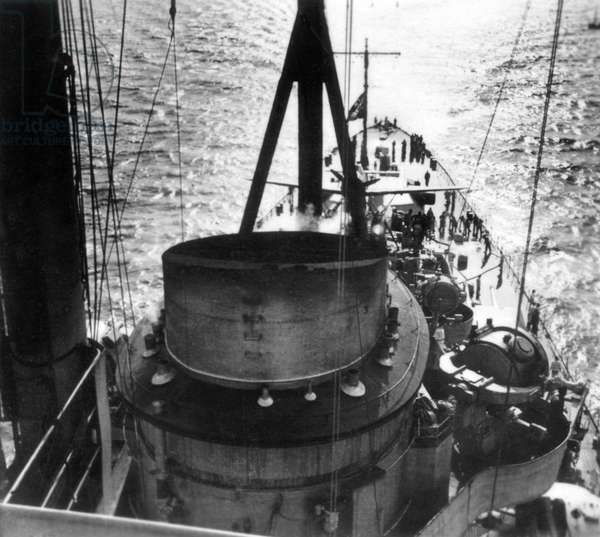 United Kingdom : Battleships - A view from the foretop aft looking over the chimney and a searchlight towards the battle flag at the rear