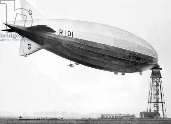 United Kingdom : The R101 Airship Tethered To a Mast, c1929
