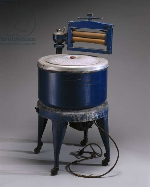 Thor electric washing machine, with wringer attached, c 1929