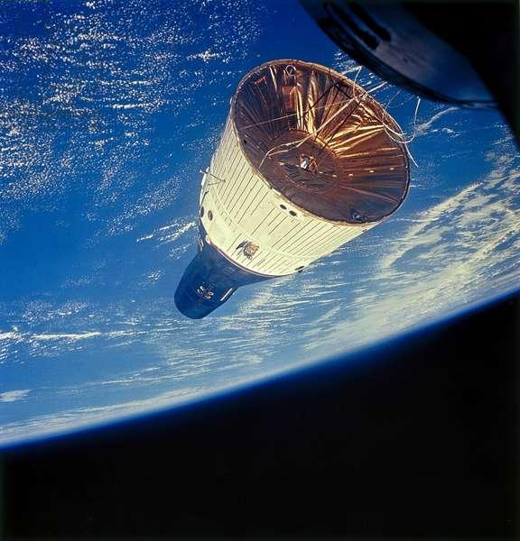 Manned Space Flight, USA, Mercury/Gemini Gemini 7 spacecraft in Earth orbit, 1965