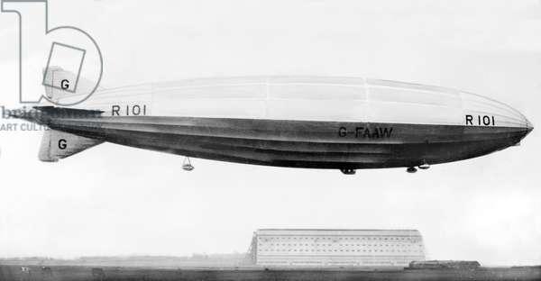 United Kingdom : The R101 Airship in Flight, c1929