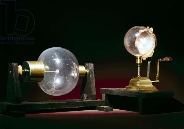 ELM - ELECTROSTATIC DEMONSTRATION APPARATUS Globe electrical machines, c 1760-1770