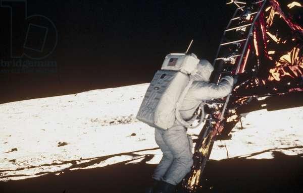 Manned Space Flight, USA, Apollo 11 Apollo 11astronaut Edwin ÔBuzzÕ Aldrin taking his first step on the Moon, 1969