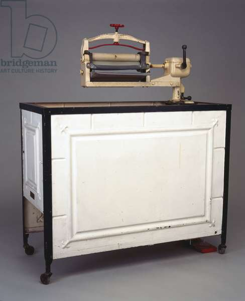 'Locomotive' electric washing machine and mangle, 1929