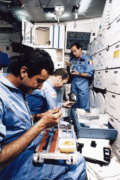 Manned Space Flight, USA, Shuttle Astronauts eatingon board the Space Shuttle Discovery, 1985