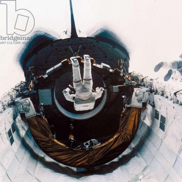 Manned Space Flight, USA, Shuttle Shuttle astronauts on EVA, 1985