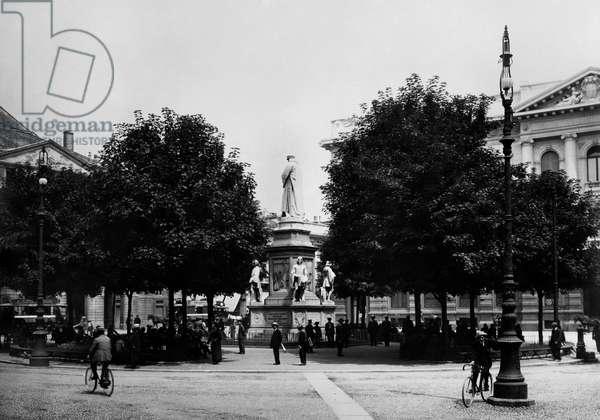 Piazza Della Scala, Milan, Lombardy, Italy 1900-10 (b/w photo)