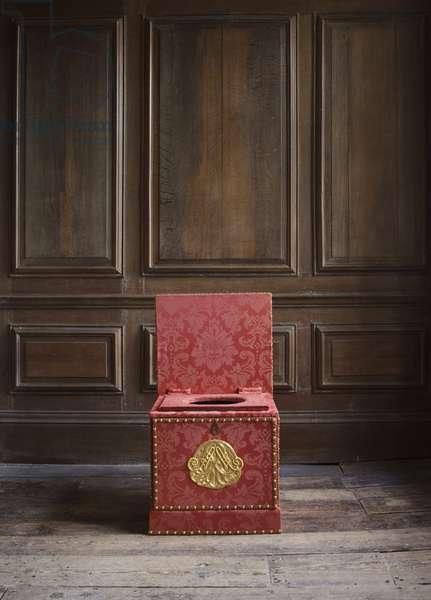 Close stool