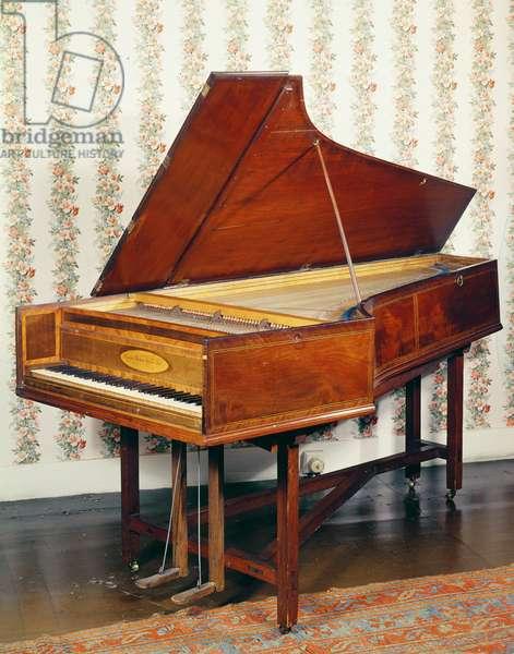 Pianoforte by Americus Backers, English, c.1775 (photo)