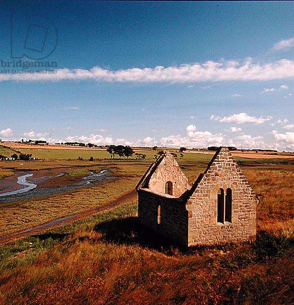 A ruined church, Alnmouth, Northumberland (photo)