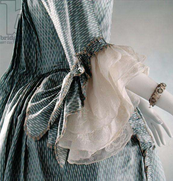 Detail of the sleeve of a sack-back gown and matching petticoat, 1760-1775 (photo)