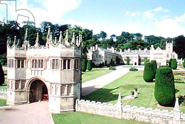 View of the Gatehouse, looking towards the house (photo)