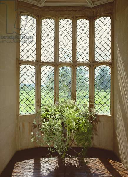 View of an Oriel window in the South Gallery (photo)