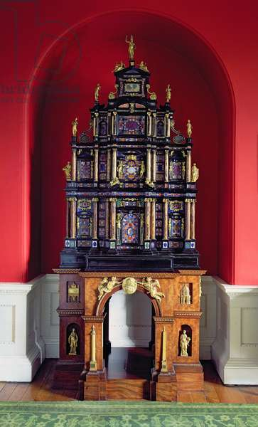 The Pope's Cabinet, in an arched niche, mid-17th Century (photo)