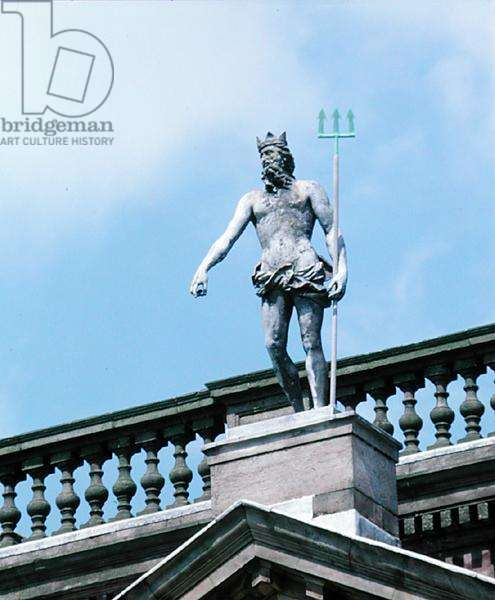 A statue of Neptune on top of the south front (photo)