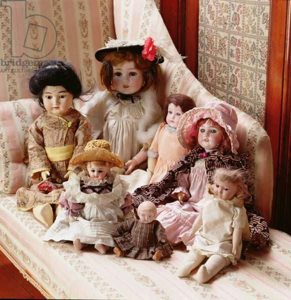 A group of Victorian Dolls, in the Museum of Childhood (photo)