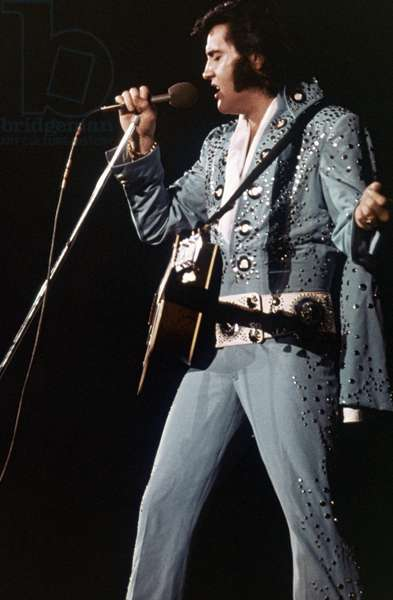 ELVIS PRESLEY on stage (1976)