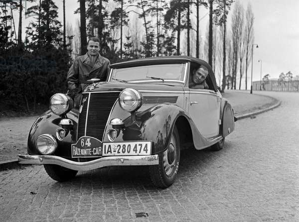 German team for the rallye Monte Carlo with its Ford convertible, Germany 1930s (b/w photo)