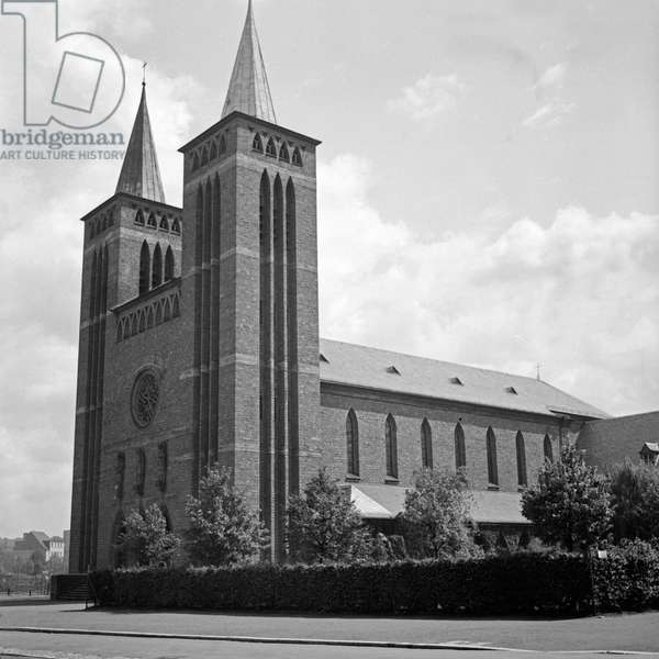 Roman Catholic Minotite church and monastery Maria Schutz at Kaiserslautern, Germany 1930s (b/w photo)