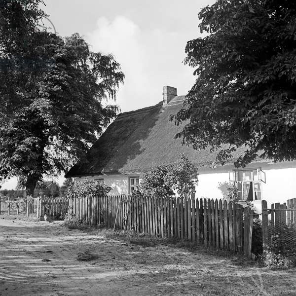 Rural settlement near Courland Split in East Prussia, Germany 1930s (b/w photo)
