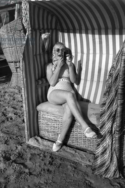 Vacations on Westerland, Germany 1930s (b/w photo)