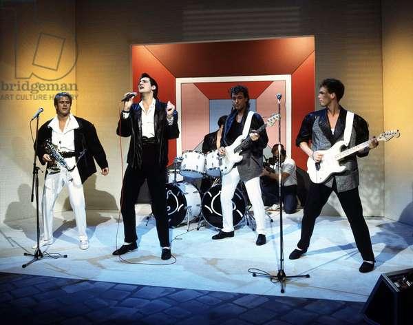 Le groupe de rock britannique Spandau ballet sur scene lors d'un concert en janvier 1985.