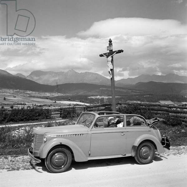 On the road in an Opel model Olympia, Germany 1930s (b/w photo)