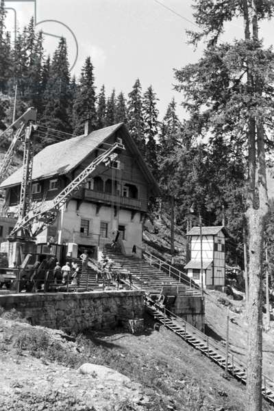 A village developing at the Piz Buin, Germany 1930s (b/w photo)