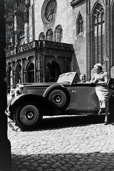 The Freiburg Minster, landmark of the town Freiburg im Breisgau in Baden, Germany 1930s (b/w photo)