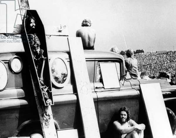 """Scene tiree du Film documentaire """"""""Woodstock"""""""" de Michael Wadleigh tourne lors du festival de musique, emblematique du mouvement hippie, qui eut lieu entre le 15 et le 18 aout 1969."""