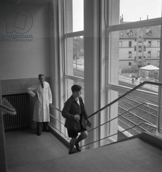 Child in Germany's 1930s (b/w photo)